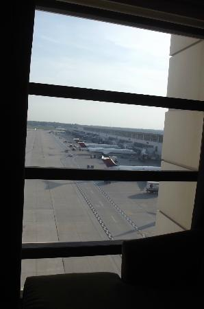 The Westin Detroit Metropolitan Airport: Runway view from our sixth floor room.
