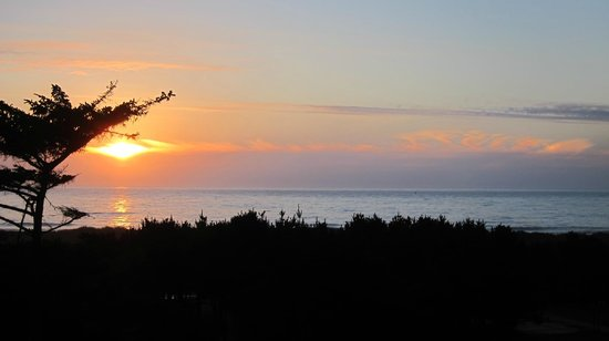 Gold Beach Inn: View from room 415 at sunset.