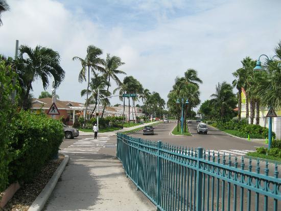 Comfort Suites Paradise Island: roads along hotel
