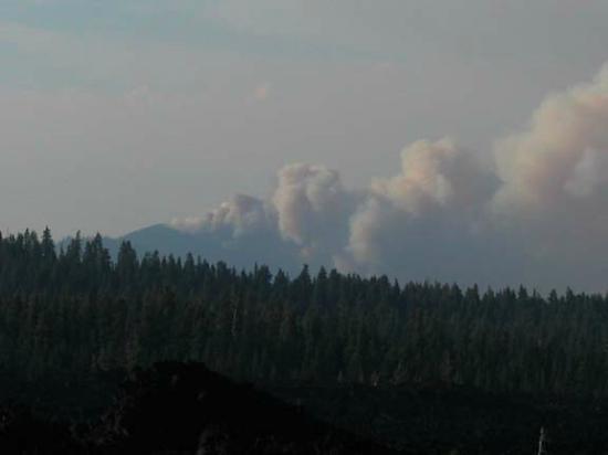 McKenzie Pass-Santiam Pass loop: Cache Mt Fire from Dee Wright Observatory 