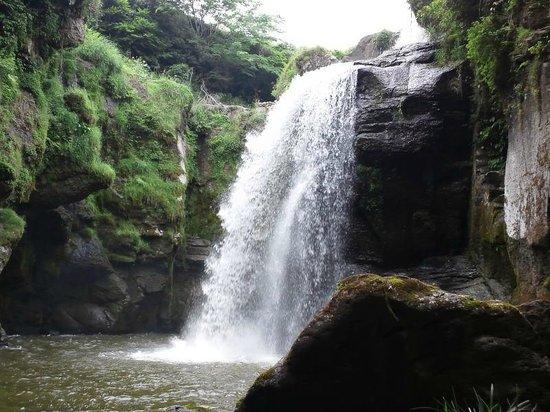 Taketa, Japan: 豪快な滝壺