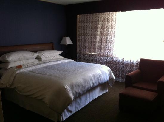 Sheraton Ottawa Hotel: Bed