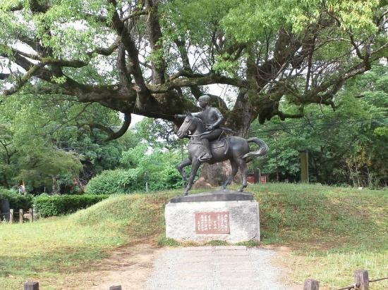 Tabaruzaka Park: 史跡公園内の銅像