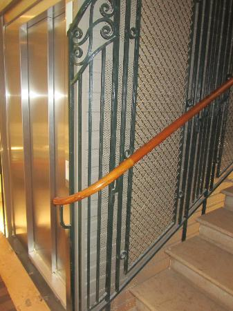 """Golden Tulip Reims L Univers : the elevator """"out of service"""" or """"kaputt"""""""