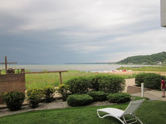 Cherry Tree Inn & Suites: View of the beach