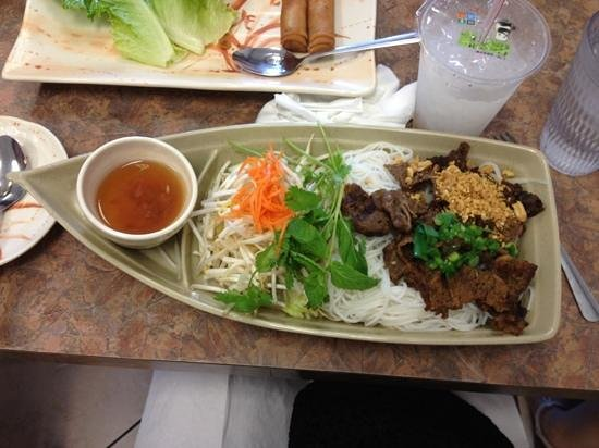 Pho BAC: Bun Vo Phong (beef rice vermicelli on lettuce)
