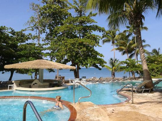 Rincon Beach Resort: My room was just in front of the jacuzzi..just perfect.