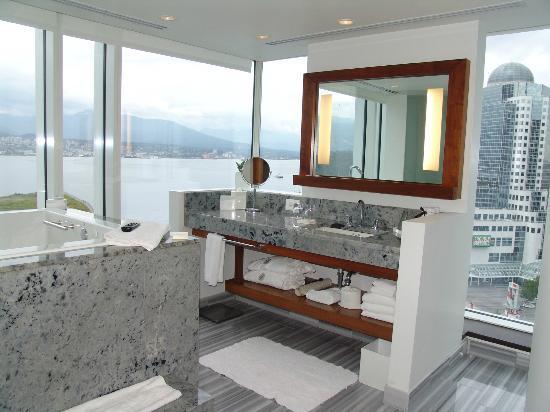 Fairmont Pacific Rim: gorgeous bathroom