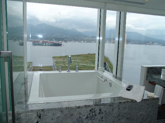 Fairmont Pacific Rim: Ofuro bathroom