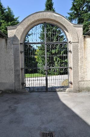 Johannes Schloessl der Pallottiner : Entrance