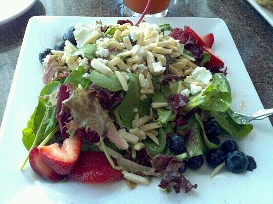 Wilson Boat House Restaurant: Berry salad