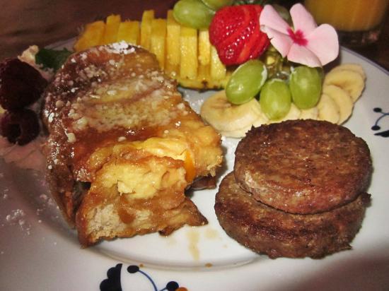 Ashford Manor Bed and Breakfast: Breakfast... Yum.