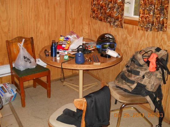 Beaver Lodge Resort : Dining Table