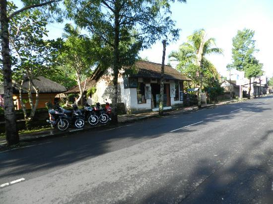 The Payogan Villa Resort & Spa: clean streets outside in Ubud