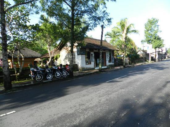ذا بايوجان فيلا ريزورت آند سبا: clean streets outside in Ubud 