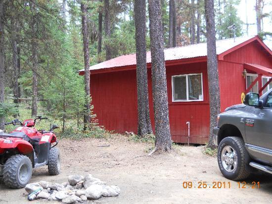 Beaver Lodge Resort: Outside Cabin