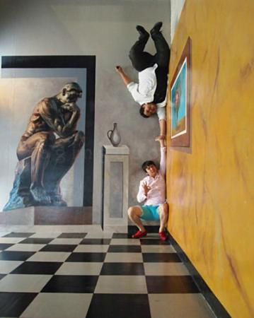 Holiday Inn Pattaya: my son + friend at Art in Paradise Museum on Pattaya 2nd