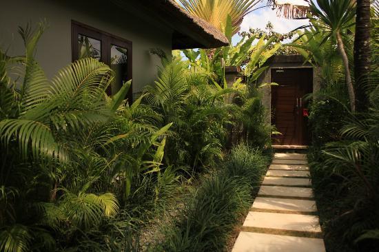 Serene Villas: gardens