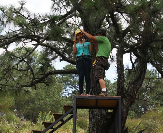 Monterra Tapalpa: La tirolesa nos ofrece un deslizamiento agradable por la vista que nos brinda