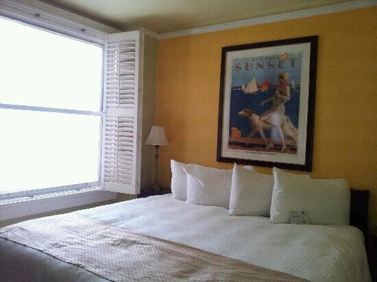 The Hotel California - A Piece of Pineapple Hospitality: King Bed in first room
