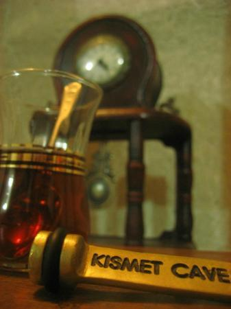 Kismet Cave House: Welcome tea in the room
