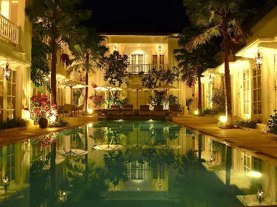 The Colony Hotel Bali: The pool by night