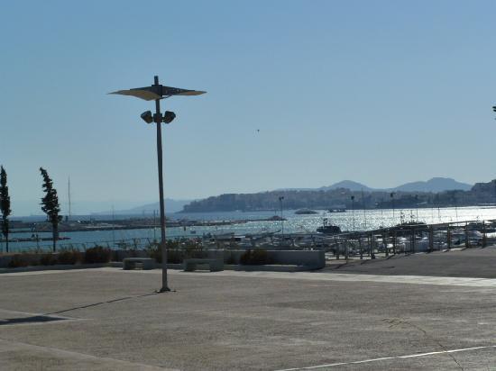 Metropolitan Hotel: Dock View