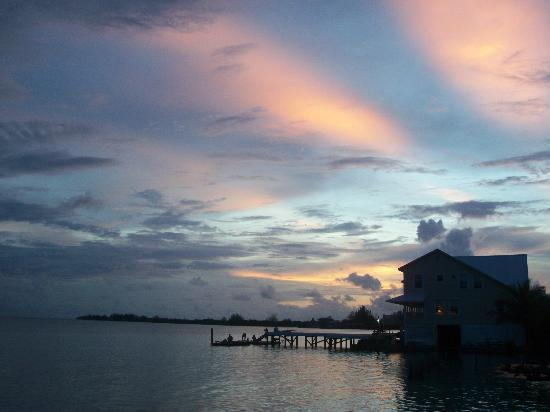 Hotel Utila: sunset from the hotels beach