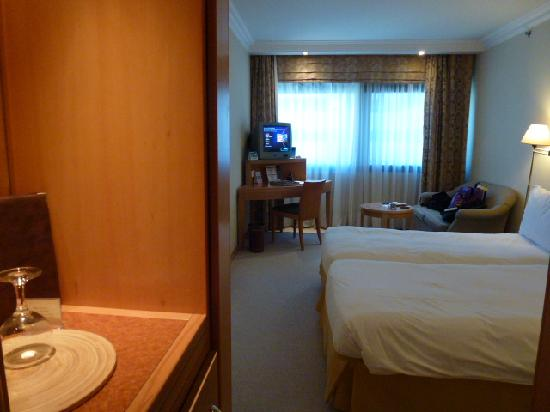 Metropolitan Hotel: Room and TV