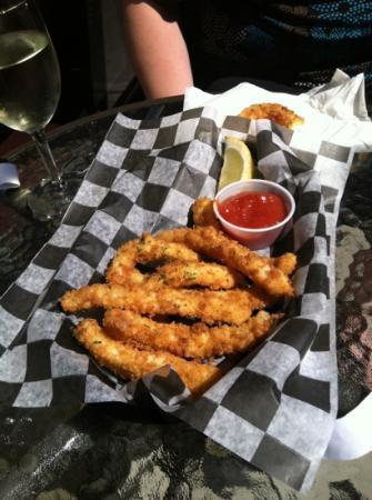 Bay Street Grill: Calamari appetizer--incredible!