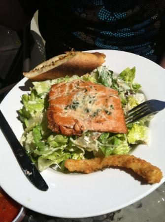 Bay Street Grill : Caesar salad with salmon
