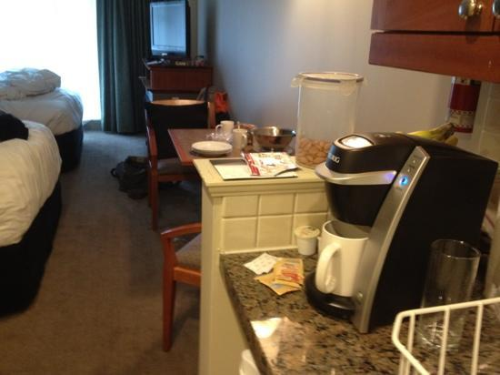 Summit Lodge Boutique Hotel: Mini kitchen, great coffee maker, very comfy beds