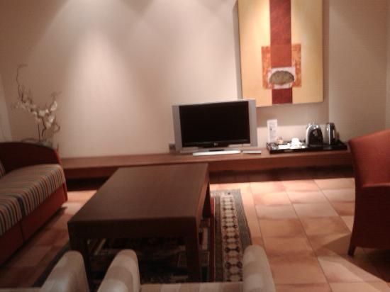 Hesperia Toledo: Salón dentro de la suite