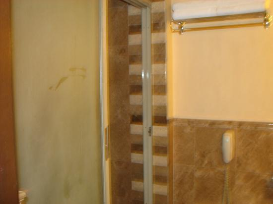 Henann Regency Resort & Spa: Shower Area