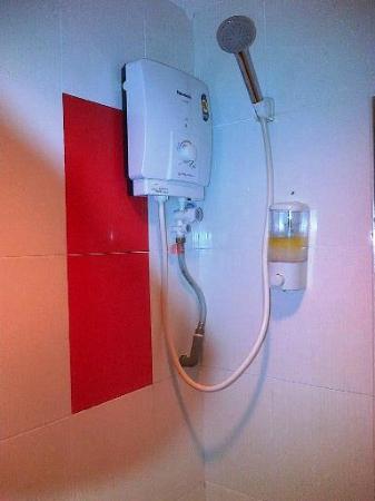 M Design Hotel: Shower