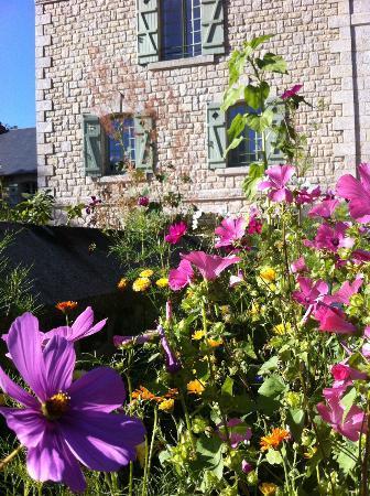 Le Gasseau Restaurant & Hôtel de Charme : Garden outside our room