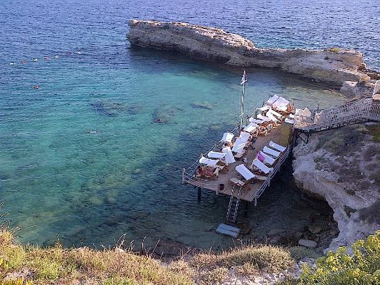 Xanadu Island Hotel: One of the many jettyed creeks