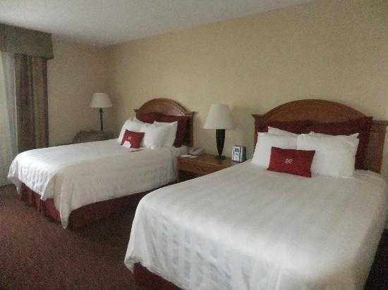 Crowne Plaza Fort Myers at Bell Tower Shops: our two double beds