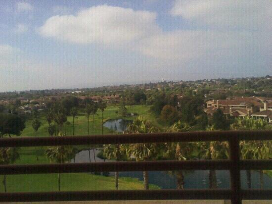 Manhattan Beach Marriott: View from elevator to lobby