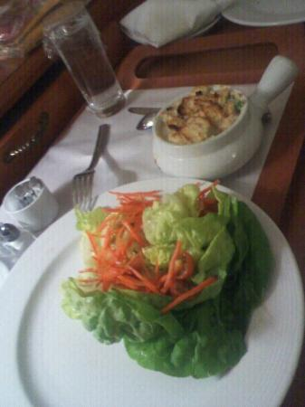 Manhattan Beach Marriott: Salad n chicken pot pie