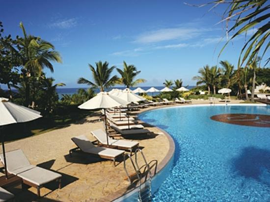 Hotel Nikko Alivila Yomitan Resort Okinawa: 緑に囲まれたガーデンプール