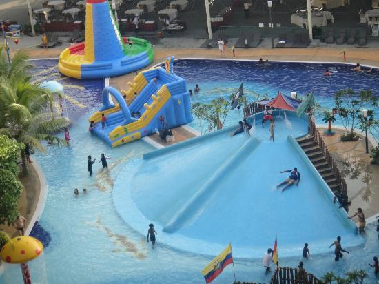 Banting, Malezja: another water slide