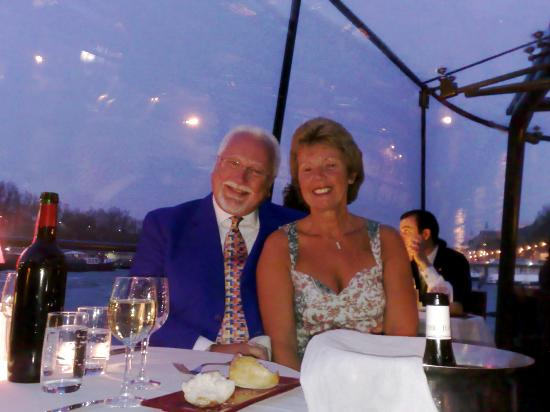 Paris 'Musts' - City Tour, River Seine Cruise and Lunch : Wonderful Anniversary dinner