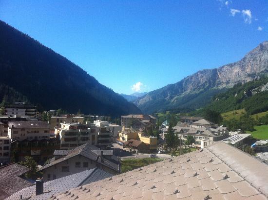 Hotel Paradis: Blick ins Tal 2