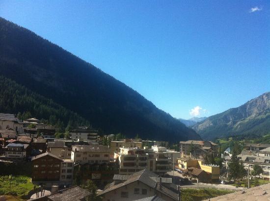 Hotel Paradis: Berge Blick nach links
