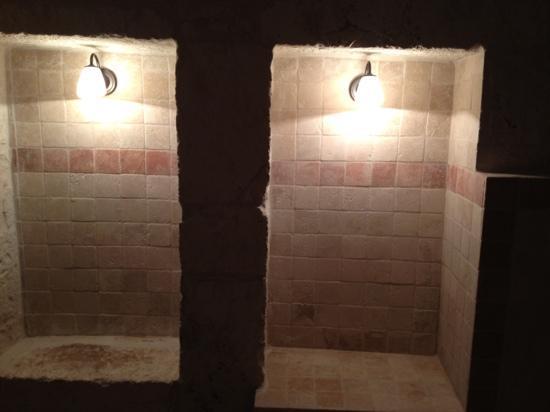 La camera interamente in pietra foto di masseria donna - Nicchie in bagno ...