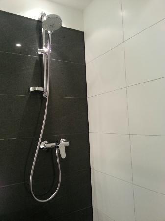 Motel One Munchen-Garching: Shower