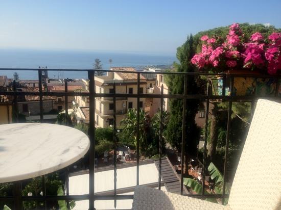 Hotel Villa Taormina: Vista dal terrazzo della sala pranzo