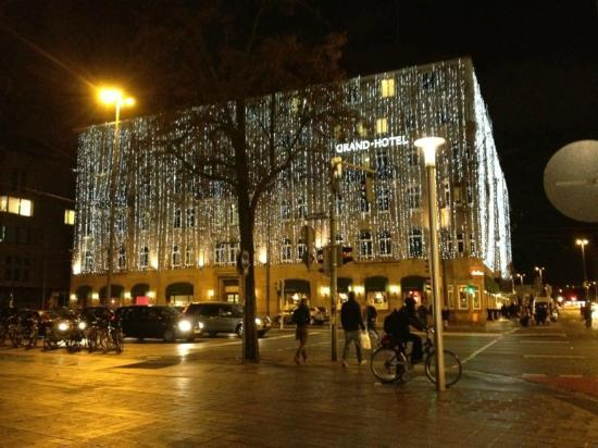 ‪‪Le Meridien Grand Hotel Nurnberg‬: Hotel lit up for Christmas‬