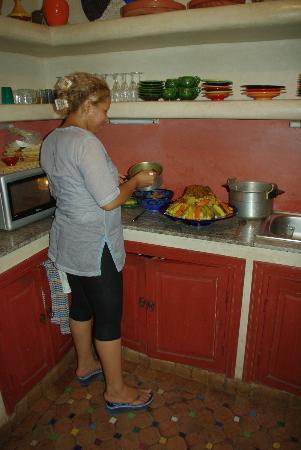 Dar Kamar: Sana préparant le coucous